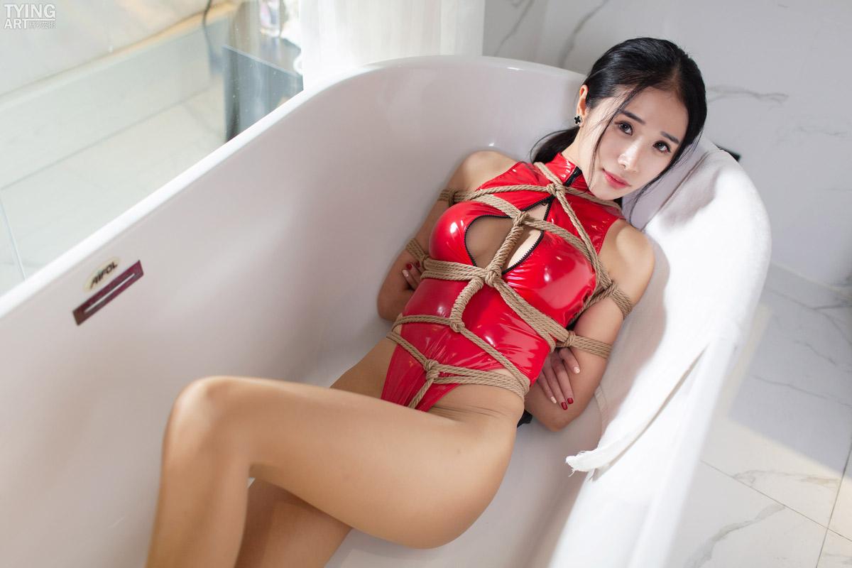 Vol.00289 Leather Swimsuit 赤いレオタードのみえこさんは誰のクリスマスプレゼントでしょう。この緊縛動画に興味があるなら、それでは単品販売のTAR-006にチェクしてお願いします。