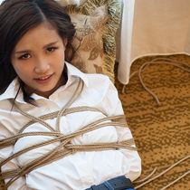 No.00613 I'm Trapped #2 そこの娘の私服 緊縛式は屈脚梯子縛りと後高手小手縛りではないのか?