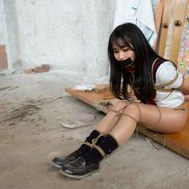No.00833 Schoolgirl Kidnapping  #4 [24Pics] セーラー服の女子校生Linちゃんが誘拐した!縛られの状態で、首輪やテープギャグをかけて、色々な調教をした。例えば犬のように水を飲むこと。この下着姿緊縛画像すごくいいね~